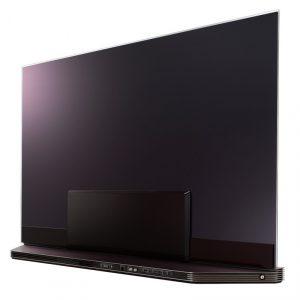 La parte trasera de LG OLED77G7V esconde todos sus conectores con una gran tapa