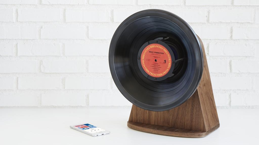 Este curioso altavoz con forma de gramófono es ideal para los nostálgicos