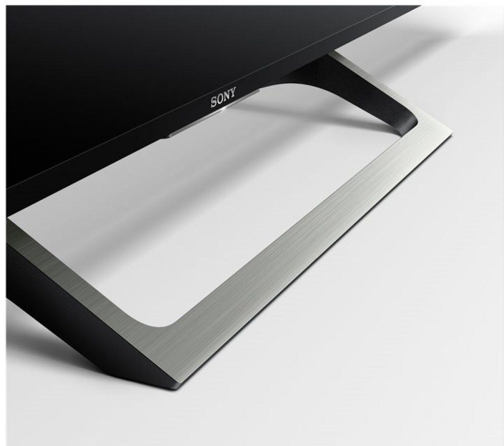 Sony KD55XE7096BAEP, con peana en pizarra plateada y función oculta cables. BRAVIA 2017.
