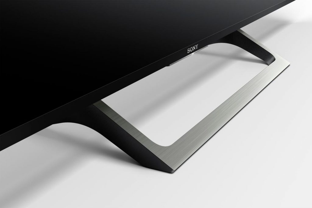 Sony KD65XE7096BAEP, con peana en acabado pizarra y función recogecables. BRAVIA 2017.