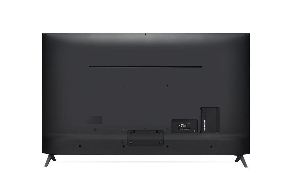LG 65UK630 incluye sus conectores, como es lo habitual, al dorso