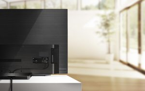 El LG OLED65C9PLA cuenta con un sencillo sistema de gestión de cables para tanto conector