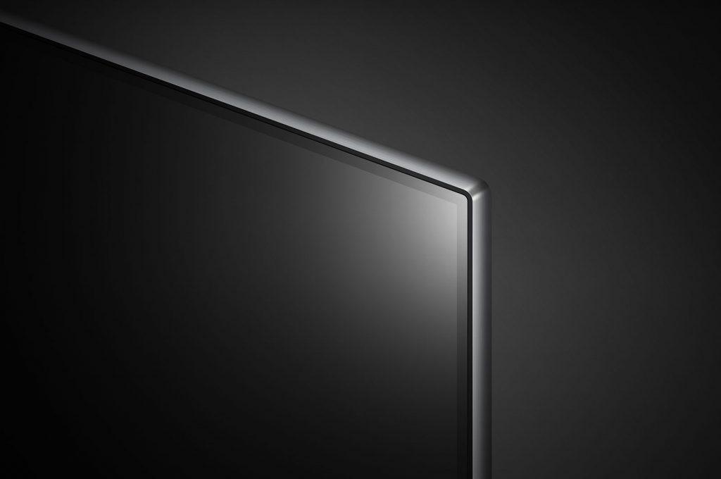 Vemos que no existen marcos delantero, sólo un borde negro que pertenece al propio panel