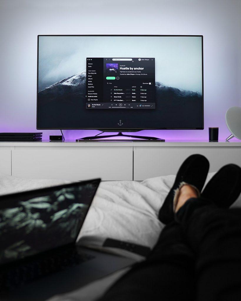 Televisión en el dormitorio