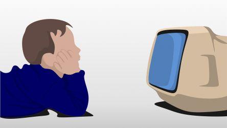¿Es bueno poner una televisión para niños en su dormitorio?