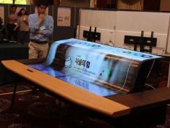 LG sube la apuesta: televisor de 77 pulgadas flexible y transparente